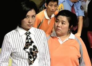 綠光劇團﹣人間條件四《一樣的月光》主要演員黃韻玲(左)林美秀(右)(林筱穎攝)