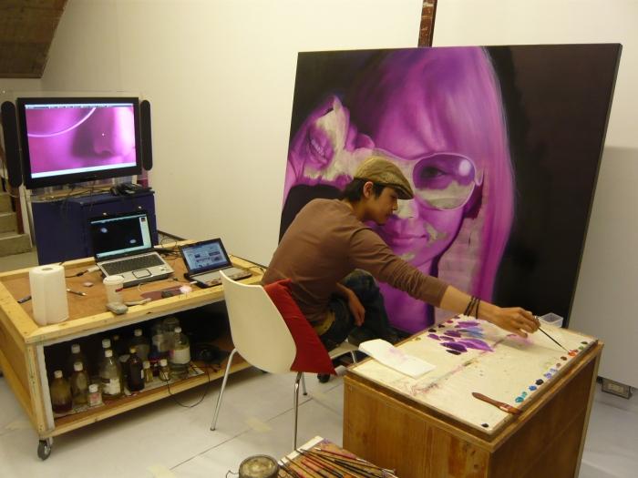 羅展鵬於也趣藝廊的《草莓族工作室入侵》個展工作室現場