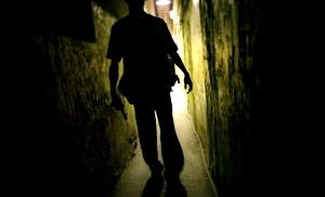 周文欽,《單車失竊記之各有處境篇》,2009,文件、物件、錄像投影 15min (誠品畫廊提供)
