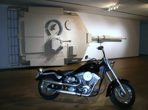 廖建中,《美麗戰爭》及《機車人生》,2009,木、PVC管、壓克力、五金、塗漆(曾鈴雅攝)